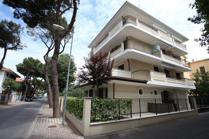 Residence rimini villa souvenir foto appartamenti for Appartamenti rimini